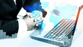 Doppia esposizione dell'uomo d'affari di successo facendo uso del computer portatile Immagine Stock Libera da Diritti