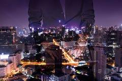 Doppia esposizione dell'uomo di affari e del paesaggio urbano Fotografia Stock Libera da Diritti