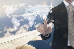 Doppia esposizione della mano dell'uomo d'affari che tocca sulla rete sociale a Fotografia Stock Libera da Diritti
