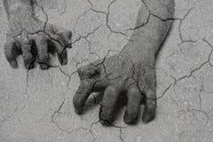 Doppia esposizione delle mani striscianti e dell'argilla asciutta Immagini Stock Libere da Diritti