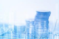 Doppia esposizione delle pile di monete e libro contabile o credito Ca Fotografie Stock Libere da Diritti