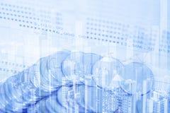 Doppia esposizione delle pile di monete e libro contabile o credito Ca Immagine Stock Libera da Diritti