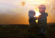 Doppia esposizione di giovani coppie nell'amore immagini stock