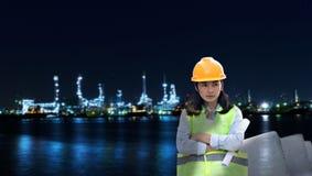 Doppia esposizione di ingegneria sulla centrale elettrica alla notte fotografia stock libera da diritti