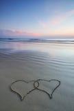 Doppia figura del cuore sulla spiaggia Immagine Stock Libera da Diritti