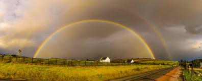 Doppio arcobaleno incredibile II fotografie stock