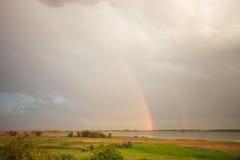 Doppio arcobaleno sopra un lago Fotografie Stock Libere da Diritti