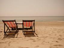 Doppio banco sulla spiaggia Fotografia Stock
