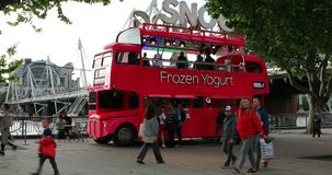 Doppio Decker Red Bus Food Truck a Londra archivi video