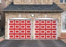 Doppio garage rosso Fotografie Stock Libere da Diritti