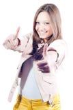 Doppio pollice sul segno dalla bella giovane donna Fotografia Stock