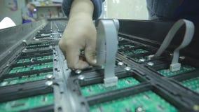 doprowadziło do ekranu Awaria microcircuits prowadzący ekran w warsztacie zdjęcie wideo