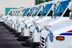 doręczeniowy usługi pocztowe twierdzić ciężarówki jednoczyć obraz stock