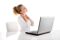 Dor da mulher no pescoço - mulher isolada no fundo branco fotos de stock royalty free