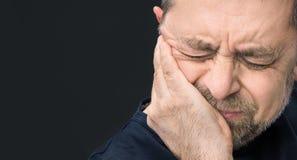 Dor de cabeça Homem com a cara fechado à mão Imagem de Stock Royalty Free