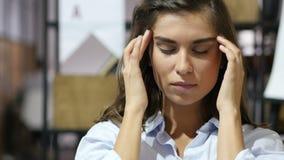 Dor de cabeça, moça frustrante, retrato filme