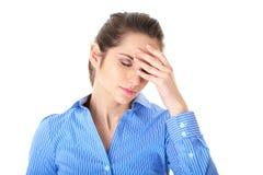 Dor de cabeça, dor, mulher triguenha nova isolada Imagem de Stock Royalty Free