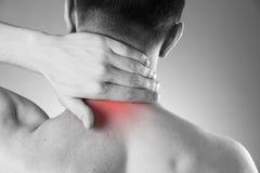 Dor na garganta Homem com dor lombar Dor no corpo do homem fotografia de stock