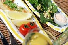 Dorade et salade image stock