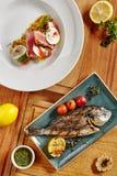 Dorado arrostito fresco e Ahi Tuna Steak Fotografia Stock