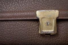 Dorati arrugginiti fissano la borsa di scuola di cuoio marrone Immagini Stock Libere da Diritti