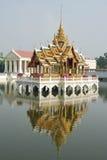 Dorato padiglione-a dolore di scoppio del palazzo, Tailandia Fotografia Stock