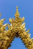 Dorato scolpisca la struttura della religione di buddismo Fotografia Stock Libera da Diritti