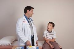 Dorctor parlant avec le patient Images libres de droits