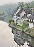 Dordogne Fluss am Sonnenaufgang lizenzfreie stockfotos