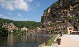 Dordognerivier en het oude dorp van La Roque Gageac Stock Fotografie