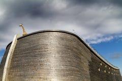 Fermez-vous vers le haut de l'arche et de la girafe de Noahâs Image stock