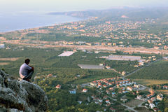 Dorf-Antalya-Küste nahe Draufsicht Kemer, Kiris und Camyuva Stockfoto
