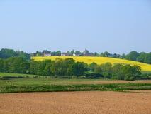 Dorf auf dem Hügel stockfotografie