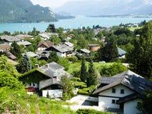 Dorf auf dem See Lizenzfreies Stockbild