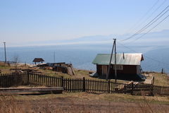 Dorf auf dem See Lizenzfreie Stockbilder