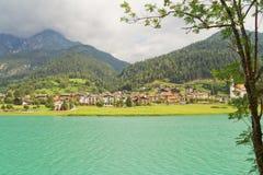 Dorf auf den Alpen Lizenzfreie Stockfotografie