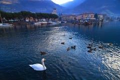 Dorf auf Iseo See in Italien Stockbild