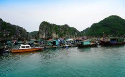 Dorf auf Meer Stockfotografie