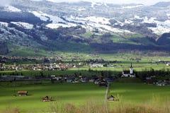 Dorf auf Schweizer Stockbild