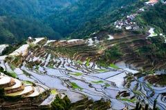 Dorf bringt nahe Reisterrassenfeldern unter Erstaunliche abstrakte Beschaffenheit Banaue, Philippinen Lizenzfreies Stockbild