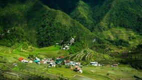 Dorf bringt nahe Reisterrassenfeldern unter Erstaunliche abstrakte Beschaffenheit Banaue, Philippinen Lizenzfreie Stockbilder