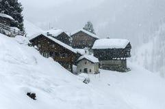Dorf Cuneaz (das Aostatal) Walser mit Schnee Lizenzfreie Stockfotos