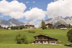 Dorf in den Alpen am wilden Kaiser in Österreich Lizenzfreies Stockbild