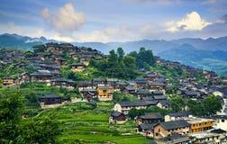 Dorf in den Bergen lizenzfreie stockbilder