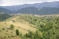 Dorf in den Bergen stockfotos