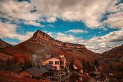 Dorf in den Bergen Lizenzfreies Stockfoto