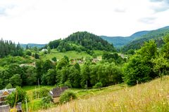 Dorf in den Bergen Stockbild