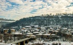Dorf in den Bergen stockbilder