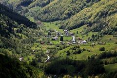 Dorf in den Bergen in Siebenbürgen Lizenzfreies Stockbild