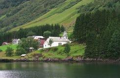 Dorf in den Fjorden Stockfotografie